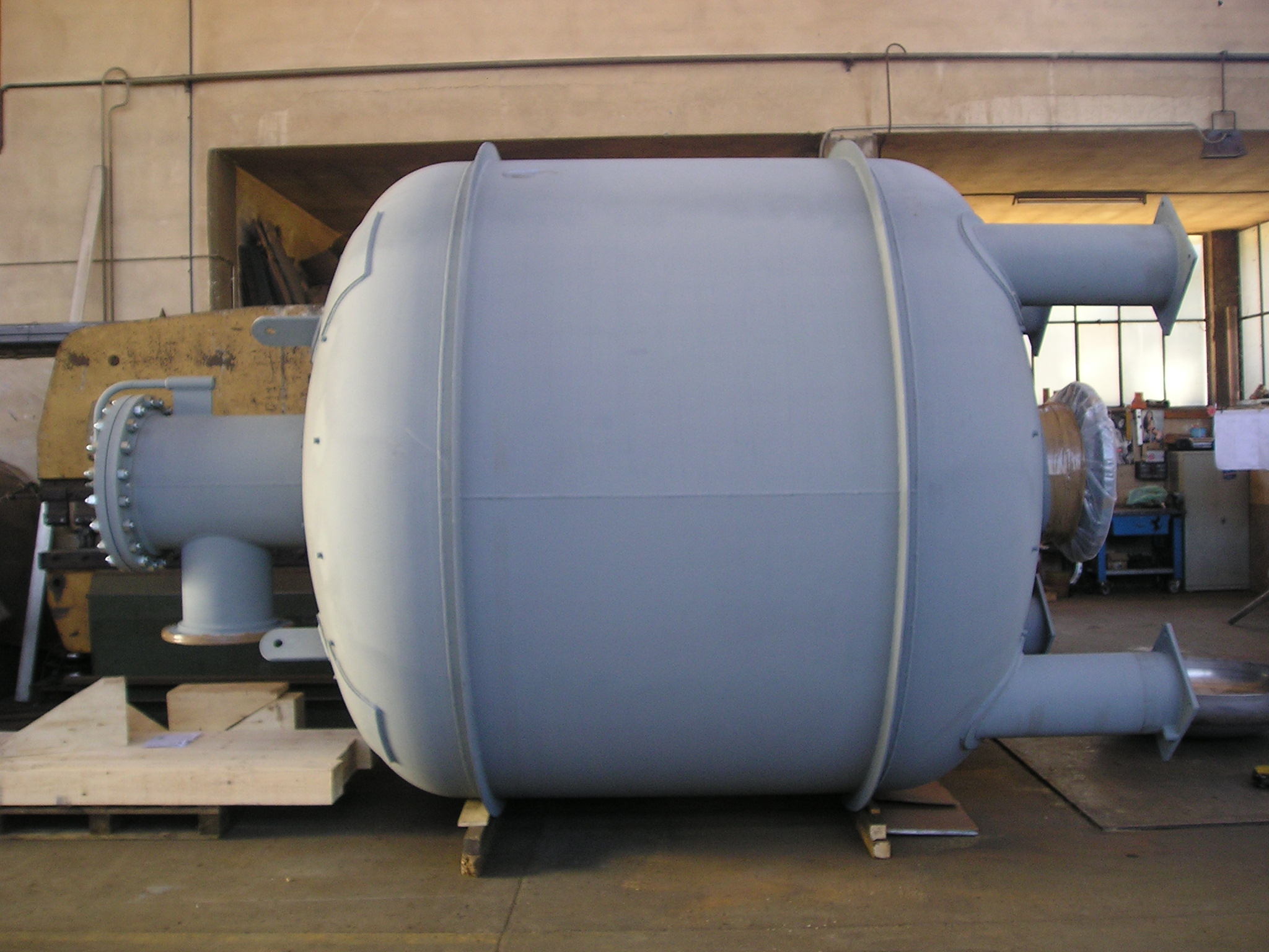 Barili prepurificatori aria/azoto DN 2800 da 16000 L in ASTM A 516 Gr ...